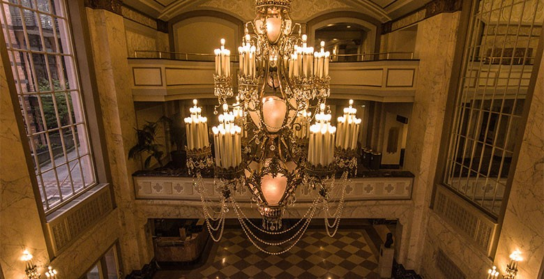Arlene Schnitzer Concert Hall interior | Grand lobby chandelier | Photo: Jeremy Jeziorski